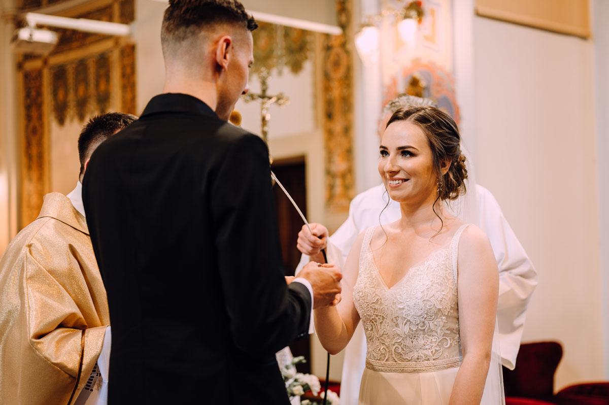 slow-wedding-przygotowania-slubne-apartamenty-sowa-slub-kosciol-sw-Trojcy-Bydgoszcz-wesele-pod-namiotem-garden-party-w-stylu-slow-Dominika-Tom-095