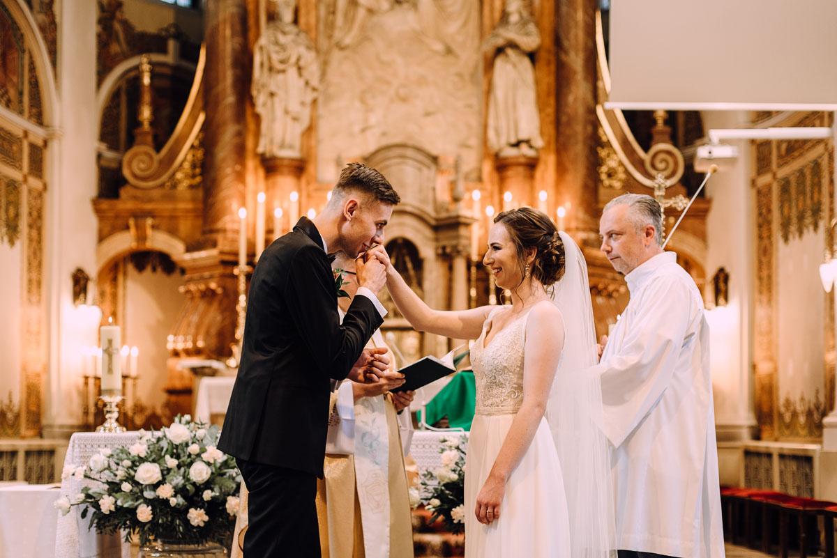 slow-wedding-przygotowania-slubne-apartamenty-sowa-slub-kosciol-sw-Trojcy-Bydgoszcz-wesele-pod-namiotem-garden-party-w-stylu-slow-Dominika-Tom-096