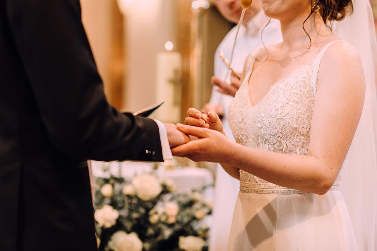 slow-wedding-przygotowania-slubne-apartamenty-sowa-slub-kosciol-sw-Trojcy-Bydgoszcz-wesele-pod-namiotem-garden-party-w-stylu-slow-Dominika-Tom-097