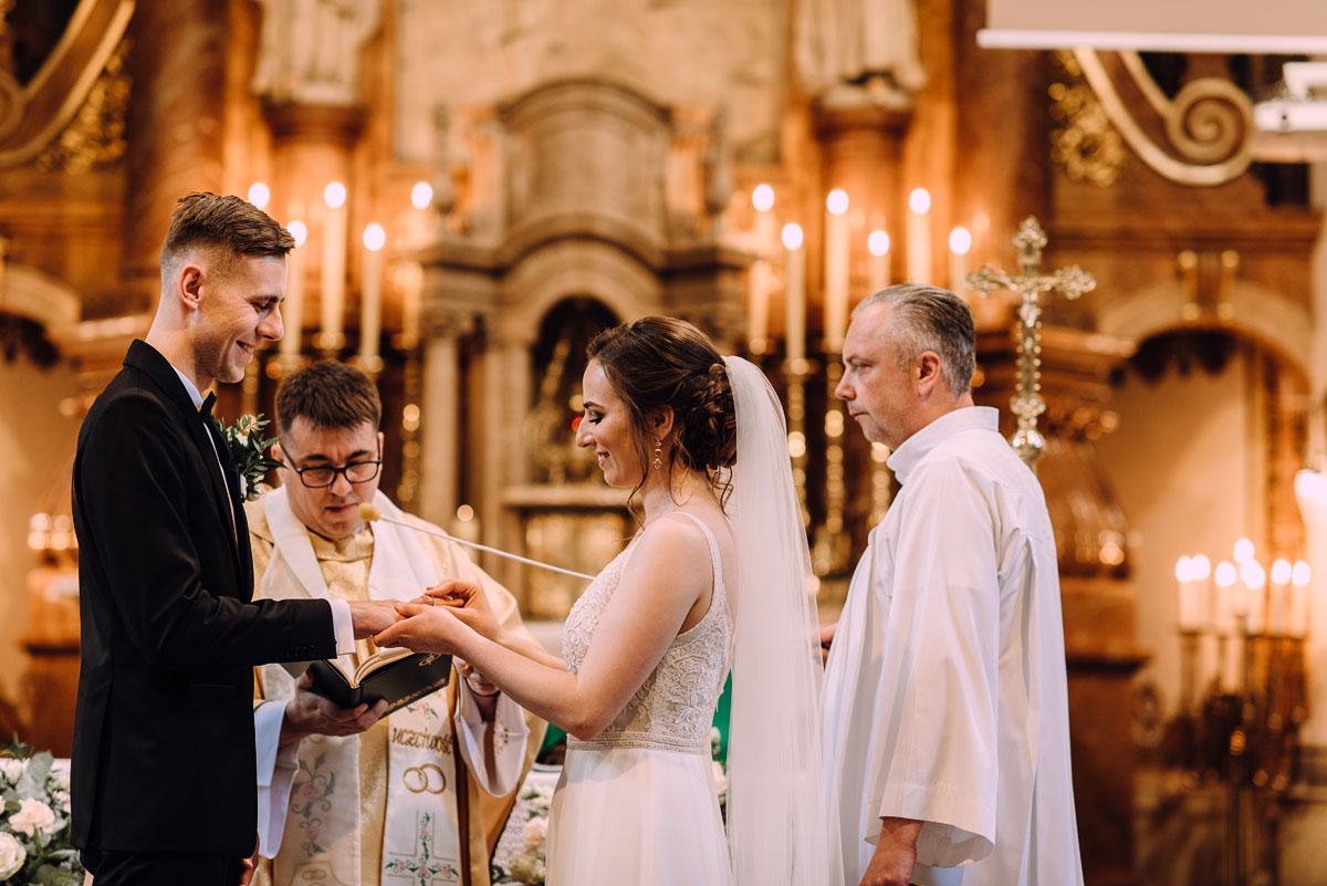 slow-wedding-przygotowania-slubne-apartamenty-sowa-slub-kosciol-sw-Trojcy-Bydgoszcz-wesele-pod-namiotem-garden-party-w-stylu-slow-Dominika-Tom-098