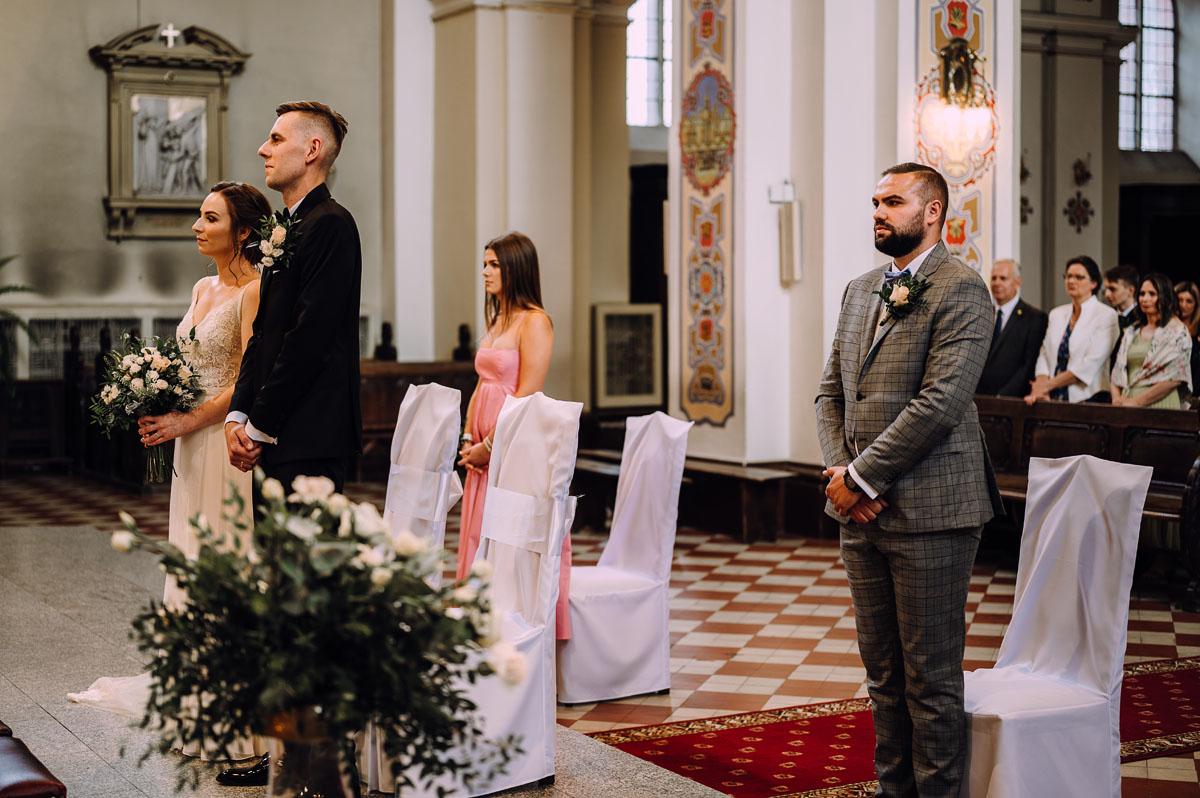 slow-wedding-przygotowania-slubne-apartamenty-sowa-slub-kosciol-sw-Trojcy-Bydgoszcz-wesele-pod-namiotem-garden-party-w-stylu-slow-Dominika-Tom-099