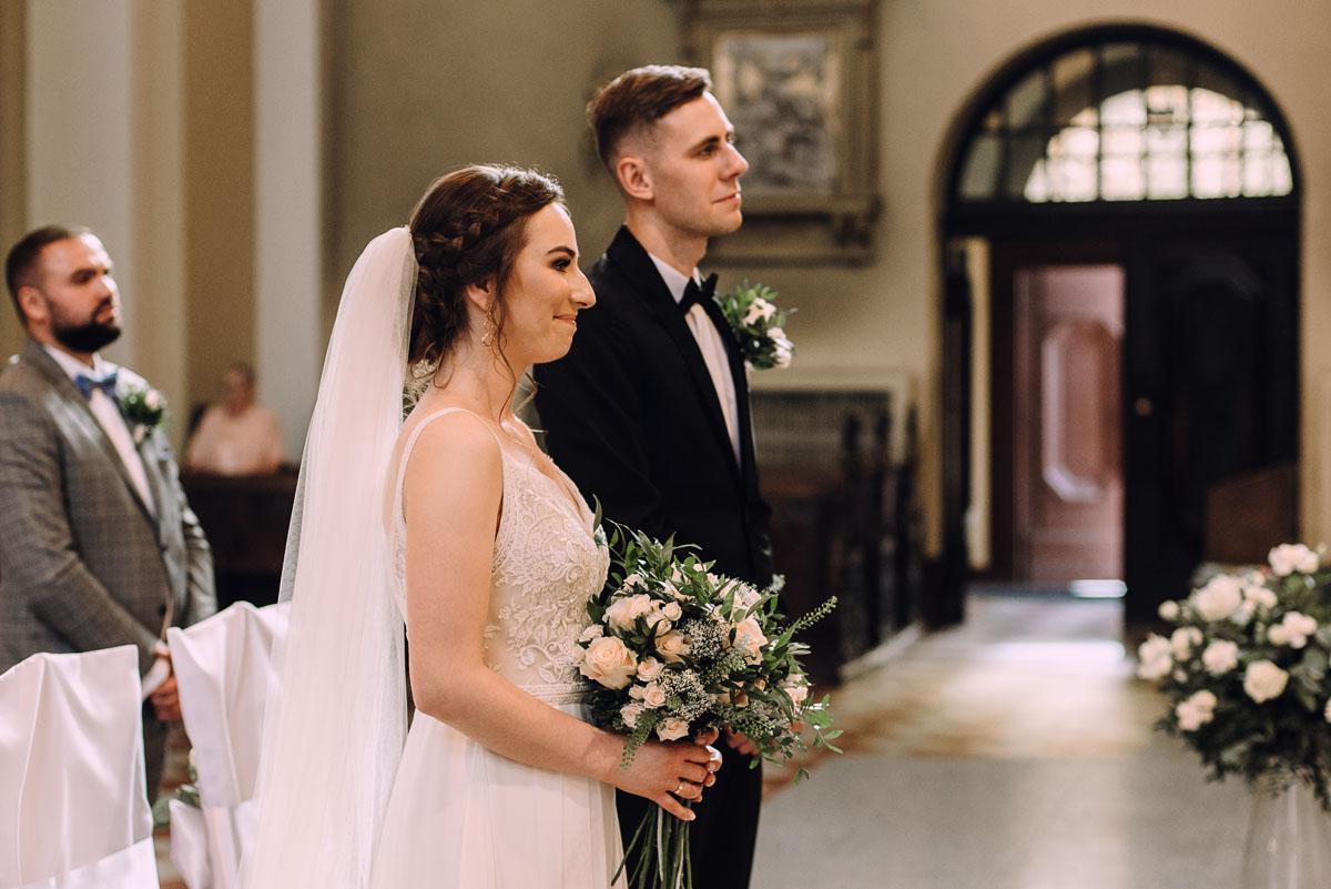 slow-wedding-przygotowania-slubne-apartamenty-sowa-slub-kosciol-sw-Trojcy-Bydgoszcz-wesele-pod-namiotem-garden-party-w-stylu-slow-Dominika-Tom-100