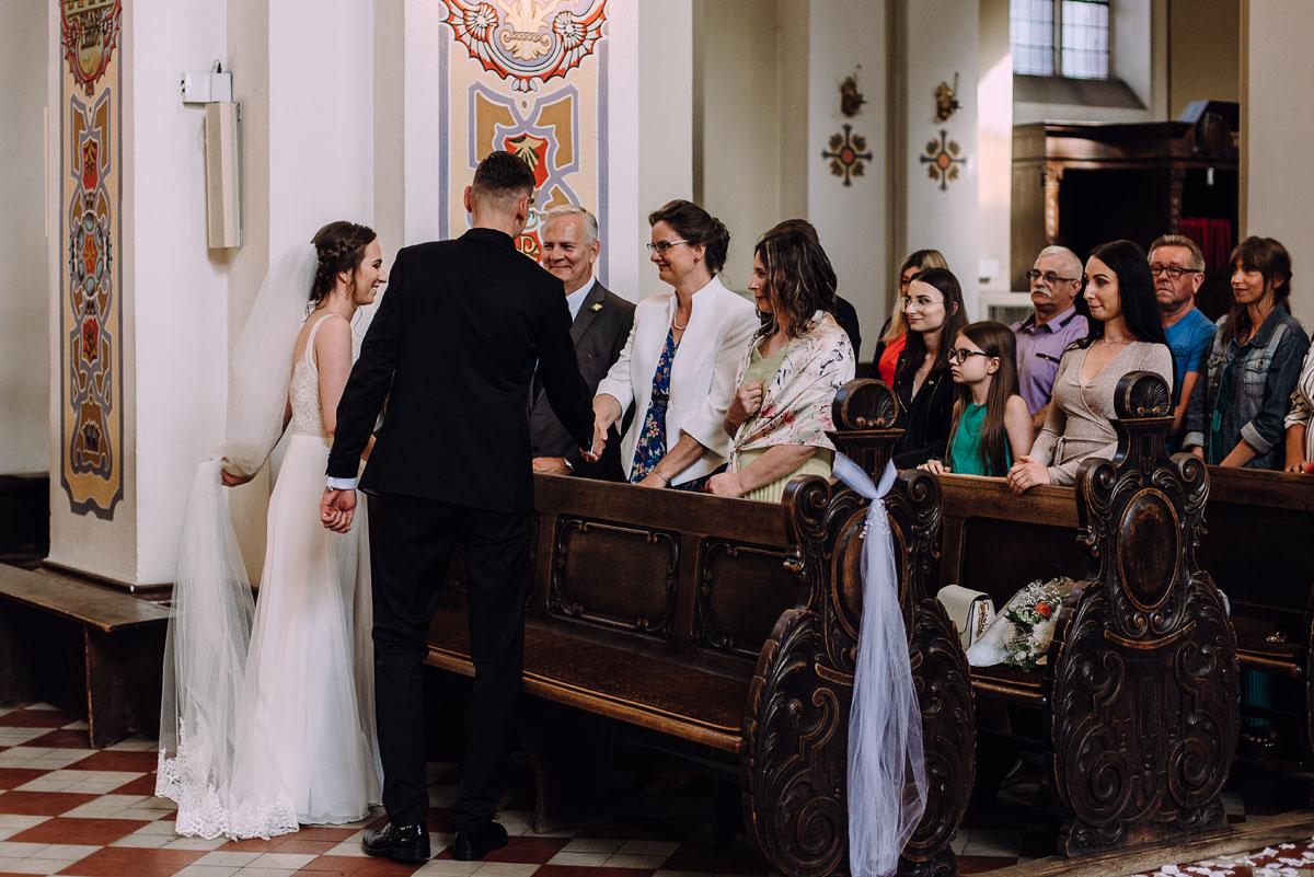 slow-wedding-przygotowania-slubne-apartamenty-sowa-slub-kosciol-sw-Trojcy-Bydgoszcz-wesele-pod-namiotem-garden-party-w-stylu-slow-Dominika-Tom-103