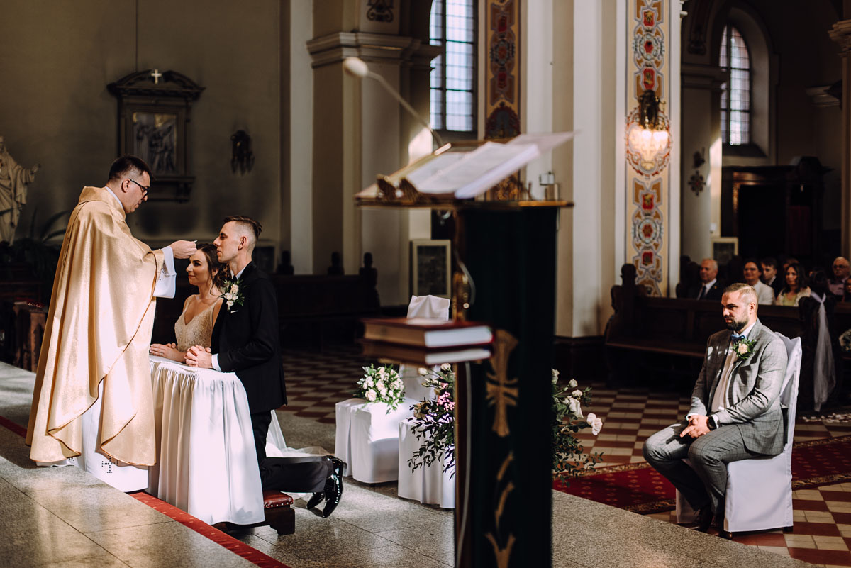 slow-wedding-przygotowania-slubne-apartamenty-sowa-slub-kosciol-sw-Trojcy-Bydgoszcz-wesele-pod-namiotem-garden-party-w-stylu-slow-Dominika-Tom-105