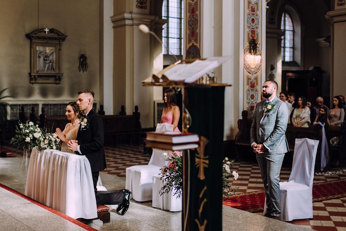 slow-wedding-przygotowania-slubne-apartamenty-sowa-slub-kosciol-sw-Trojcy-Bydgoszcz-wesele-pod-namiotem-garden-party-w-stylu-slow-Dominika-Tom-108