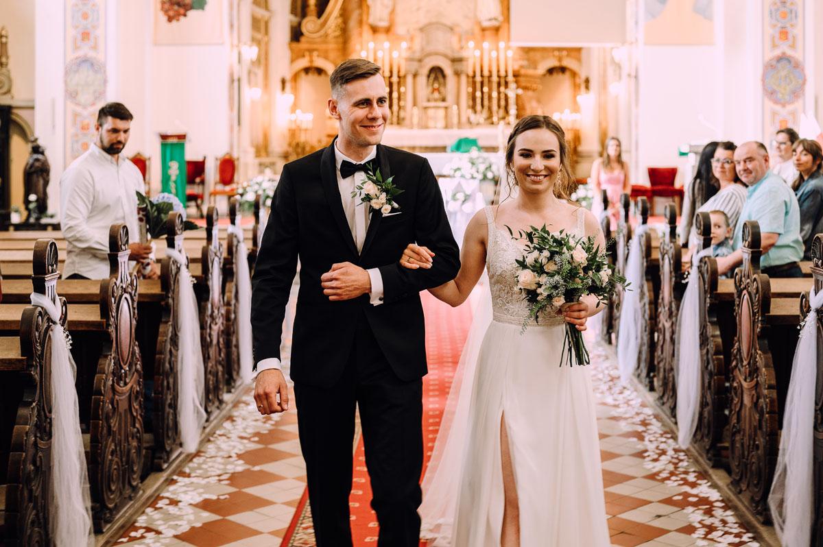 slow-wedding-przygotowania-slubne-apartamenty-sowa-slub-kosciol-sw-Trojcy-Bydgoszcz-wesele-pod-namiotem-garden-party-w-stylu-slow-Dominika-Tom-110