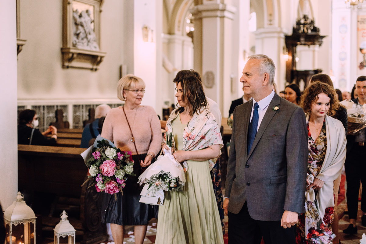 slow-wedding-przygotowania-slubne-apartamenty-sowa-slub-kosciol-sw-Trojcy-Bydgoszcz-wesele-pod-namiotem-garden-party-w-stylu-slow-Dominika-Tom-111