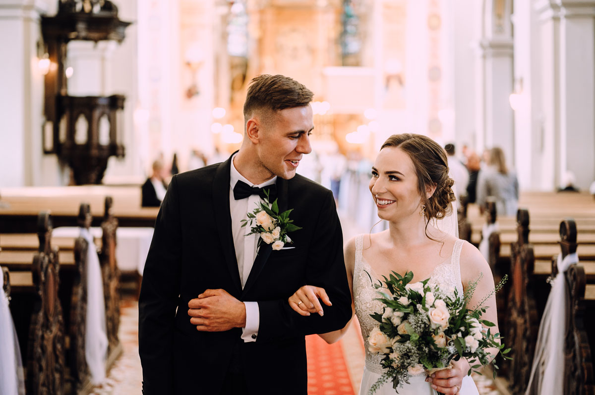 slow-wedding-przygotowania-slubne-apartamenty-sowa-slub-kosciol-sw-Trojcy-Bydgoszcz-wesele-pod-namiotem-garden-party-w-stylu-slow-Dominika-Tom-112