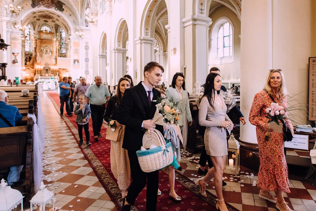 slow-wedding-przygotowania-slubne-apartamenty-sowa-slub-kosciol-sw-Trojcy-Bydgoszcz-wesele-pod-namiotem-garden-party-w-stylu-slow-Dominika-Tom-113