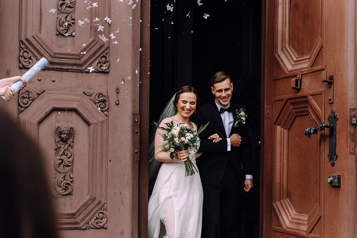 slow-wedding-przygotowania-slubne-apartamenty-sowa-slub-kosciol-sw-Trojcy-Bydgoszcz-wesele-pod-namiotem-garden-party-w-stylu-slow-Dominika-Tom-114