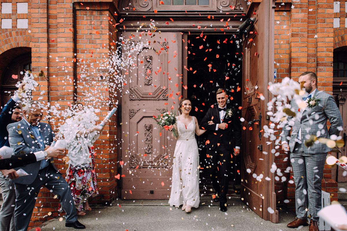 slow-wedding-przygotowania-slubne-apartamenty-sowa-slub-kosciol-sw-Trojcy-Bydgoszcz-wesele-pod-namiotem-garden-party-w-stylu-slow-Dominika-Tom-115