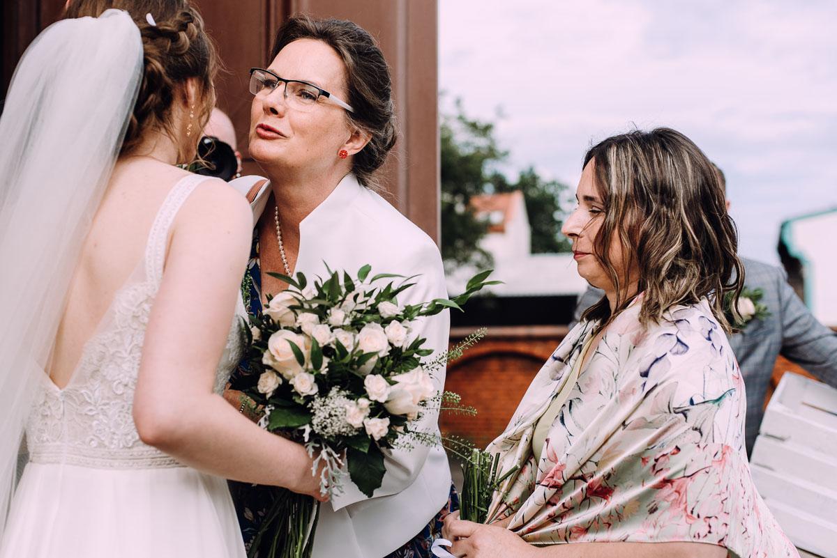 slow-wedding-przygotowania-slubne-apartamenty-sowa-slub-kosciol-sw-Trojcy-Bydgoszcz-wesele-pod-namiotem-garden-party-w-stylu-slow-Dominika-Tom-117