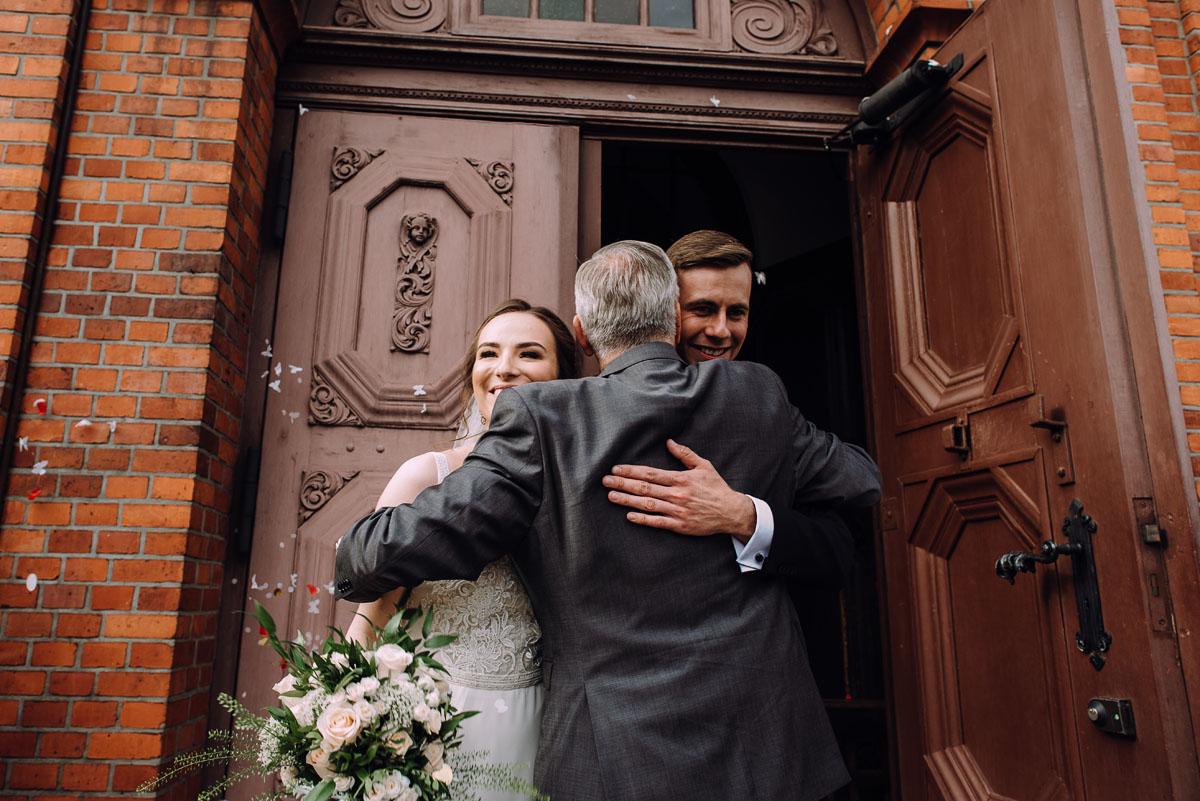 slow-wedding-przygotowania-slubne-apartamenty-sowa-slub-kosciol-sw-Trojcy-Bydgoszcz-wesele-pod-namiotem-garden-party-w-stylu-slow-Dominika-Tom-118