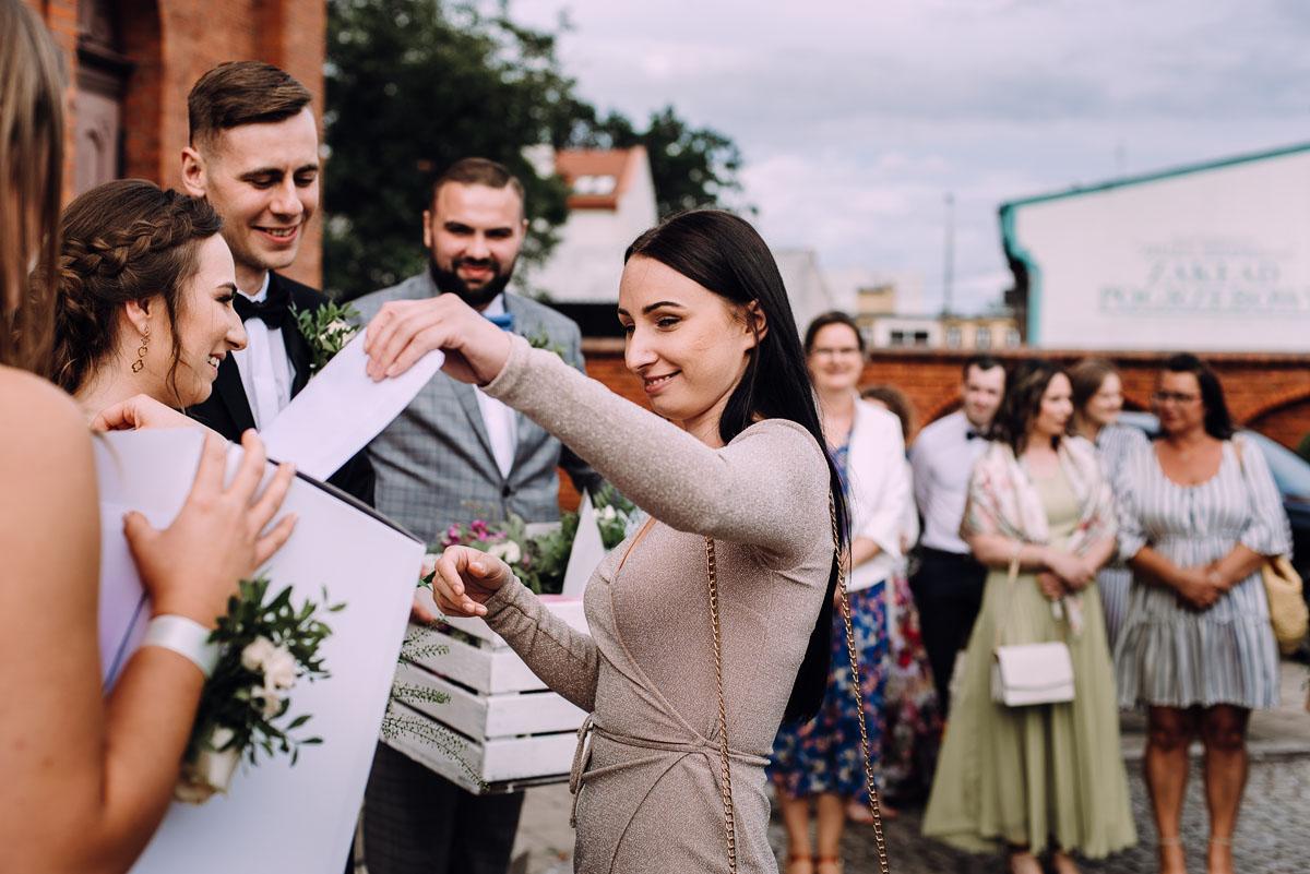 slow-wedding-przygotowania-slubne-apartamenty-sowa-slub-kosciol-sw-Trojcy-Bydgoszcz-wesele-pod-namiotem-garden-party-w-stylu-slow-Dominika-Tom-120