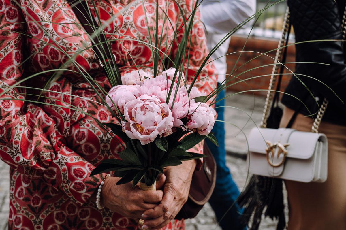 slow-wedding-przygotowania-slubne-apartamenty-sowa-slub-kosciol-sw-Trojcy-Bydgoszcz-wesele-pod-namiotem-garden-party-w-stylu-slow-Dominika-Tom-123