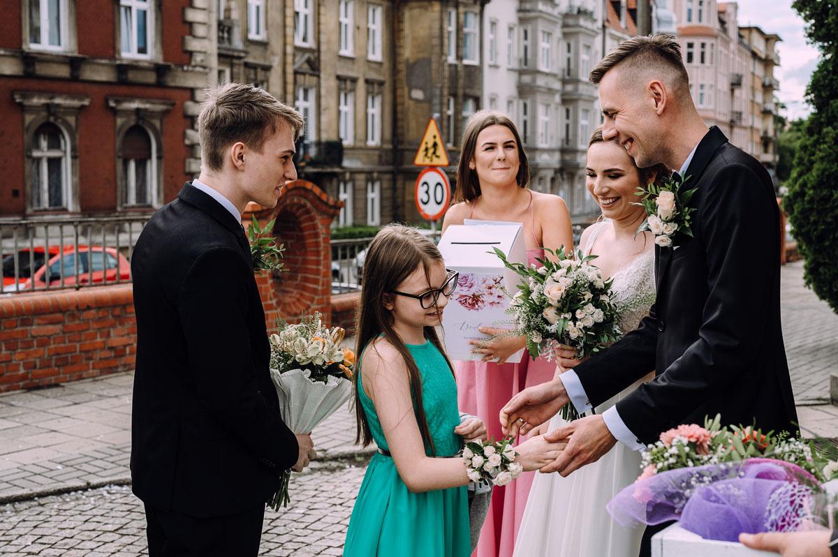slow-wedding-przygotowania-slubne-apartamenty-sowa-slub-kosciol-sw-Trojcy-Bydgoszcz-wesele-pod-namiotem-garden-party-w-stylu-slow-Dominika-Tom-125
