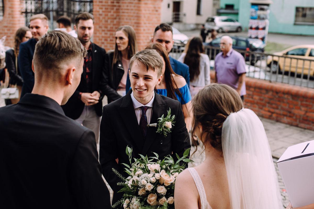 slow-wedding-przygotowania-slubne-apartamenty-sowa-slub-kosciol-sw-Trojcy-Bydgoszcz-wesele-pod-namiotem-garden-party-w-stylu-slow-Dominika-Tom-126
