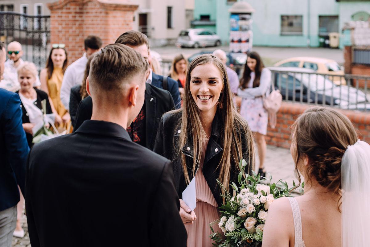 slow-wedding-przygotowania-slubne-apartamenty-sowa-slub-kosciol-sw-Trojcy-Bydgoszcz-wesele-pod-namiotem-garden-party-w-stylu-slow-Dominika-Tom-127