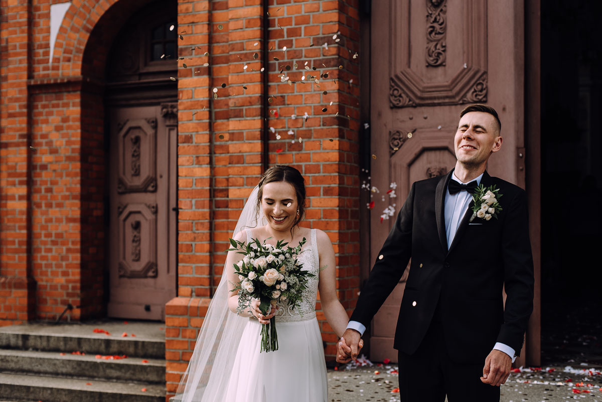 slow-wedding-przygotowania-slubne-apartamenty-sowa-slub-kosciol-sw-Trojcy-Bydgoszcz-wesele-pod-namiotem-garden-party-w-stylu-slow-Dominika-Tom-129