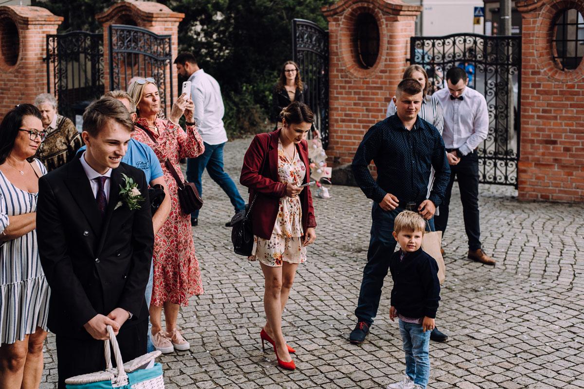 slow-wedding-przygotowania-slubne-apartamenty-sowa-slub-kosciol-sw-Trojcy-Bydgoszcz-wesele-pod-namiotem-garden-party-w-stylu-slow-Dominika-Tom-131