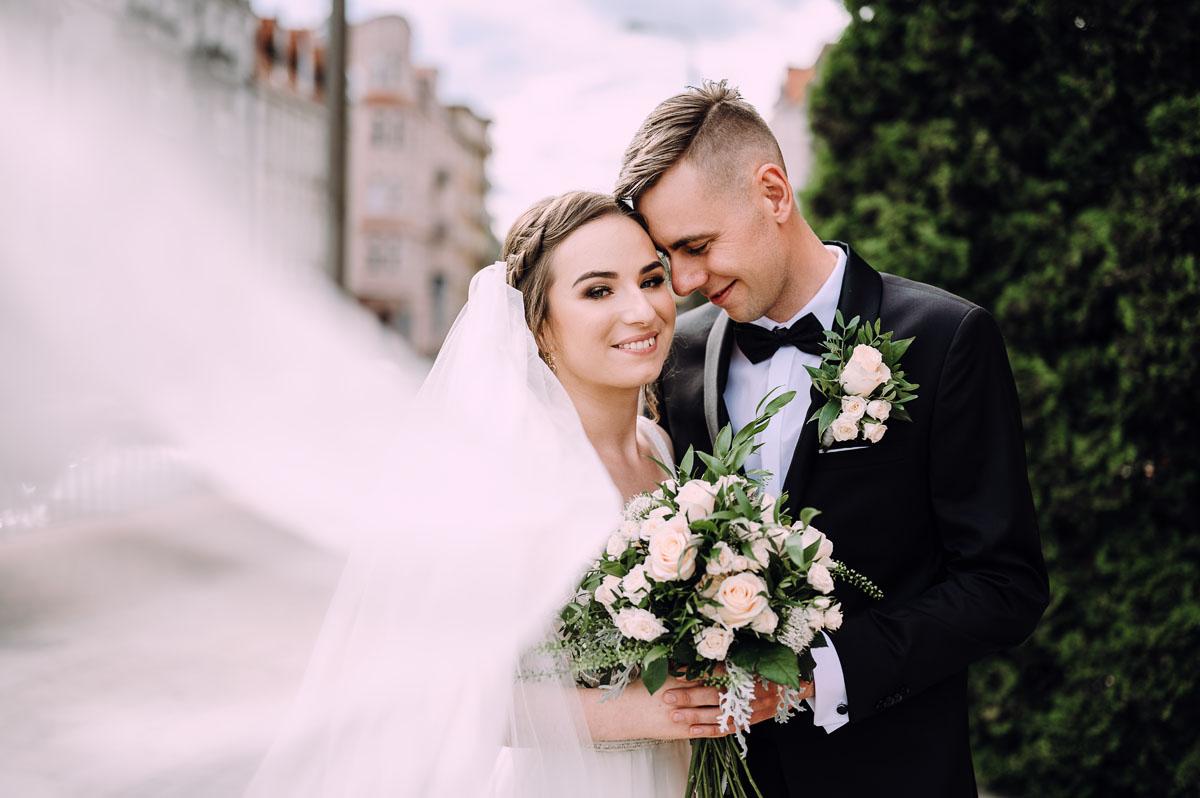 slow-wedding-przygotowania-slubne-apartamenty-sowa-slub-kosciol-sw-Trojcy-Bydgoszcz-wesele-pod-namiotem-garden-party-w-stylu-slow-Dominika-Tom-132
