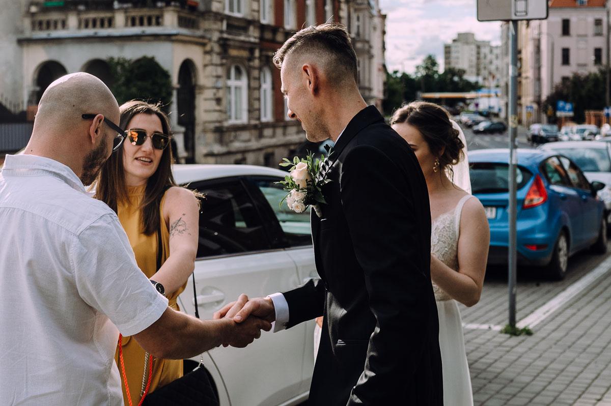 slow-wedding-przygotowania-slubne-apartamenty-sowa-slub-kosciol-sw-Trojcy-Bydgoszcz-wesele-pod-namiotem-garden-party-w-stylu-slow-Dominika-Tom-135