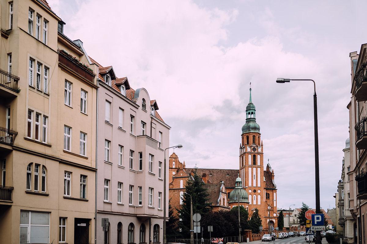 slow-wedding-przygotowania-slubne-apartamenty-sowa-slub-kosciol-sw-Trojcy-Bydgoszcz-wesele-pod-namiotem-garden-party-w-stylu-slow-Dominika-Tom-136