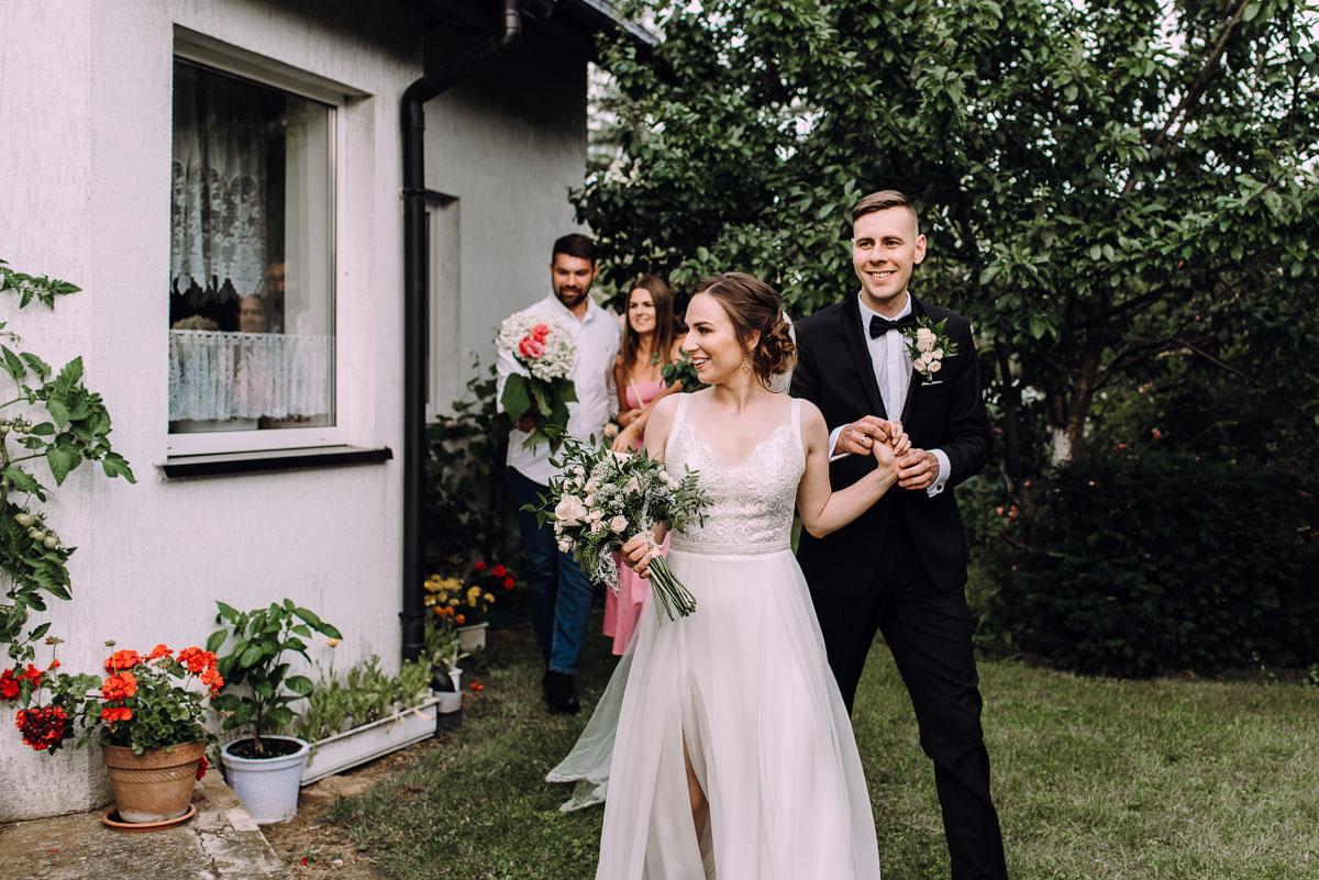 slow-wedding-przygotowania-slubne-apartamenty-sowa-slub-kosciol-sw-Trojcy-Bydgoszcz-wesele-pod-namiotem-garden-party-w-stylu-slow-Dominika-Tom-146
