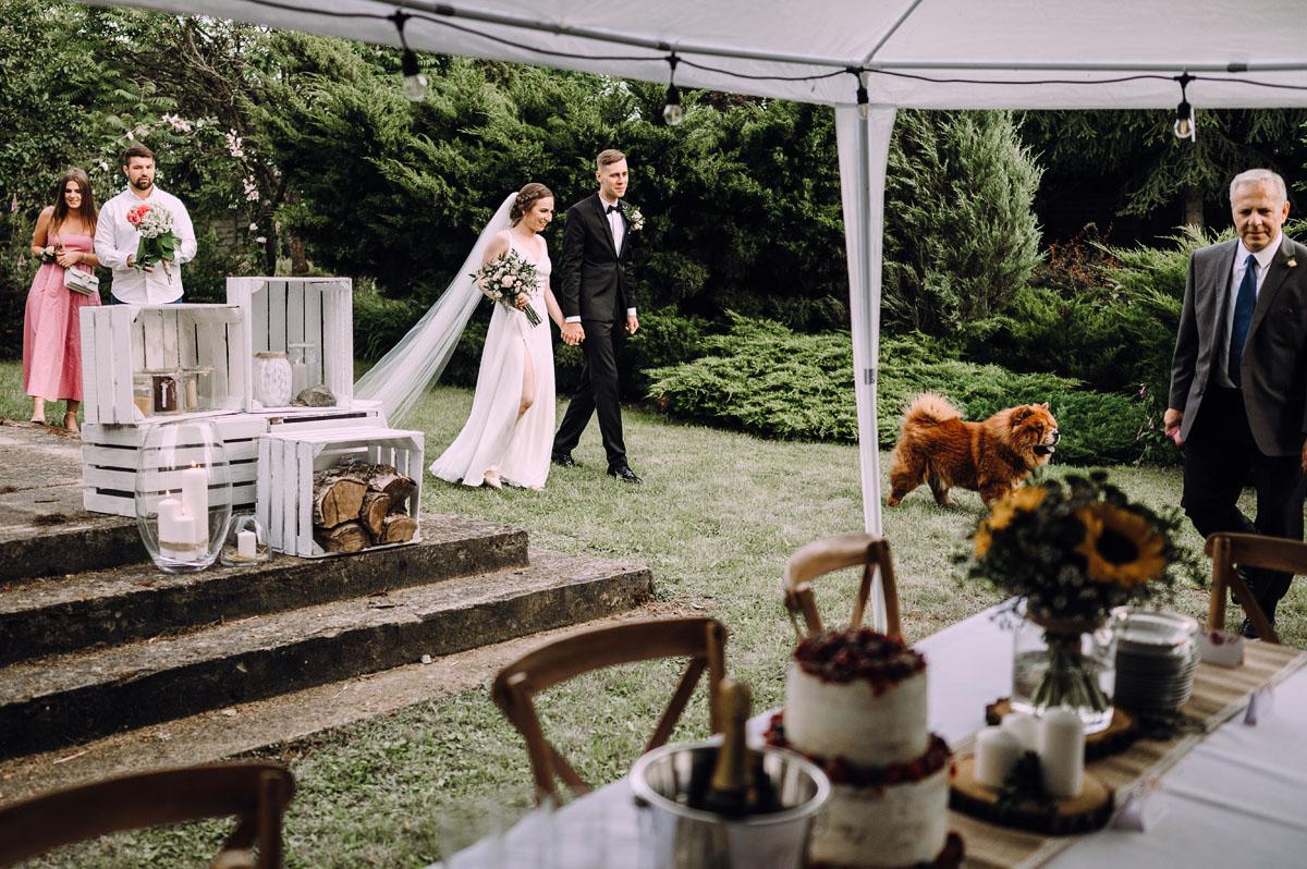 slow-wedding-przygotowania-slubne-apartamenty-sowa-slub-kosciol-sw-Trojcy-Bydgoszcz-wesele-pod-namiotem-garden-party-w-stylu-slow-Dominika-Tom-149
