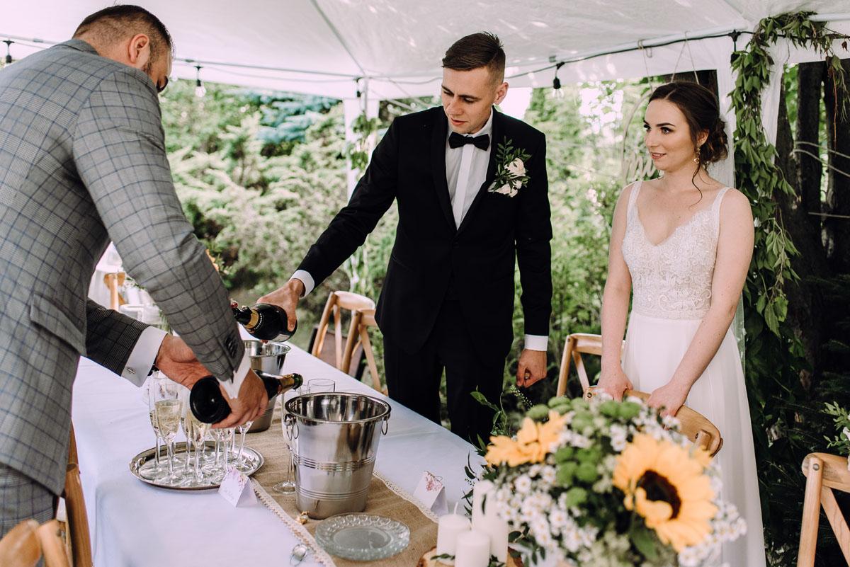 slow-wedding-przygotowania-slubne-apartamenty-sowa-slub-kosciol-sw-Trojcy-Bydgoszcz-wesele-pod-namiotem-garden-party-w-stylu-slow-Dominika-Tom-152