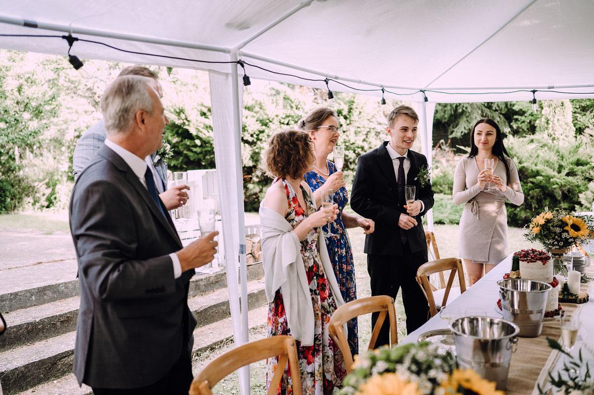 slow-wedding-przygotowania-slubne-apartamenty-sowa-slub-kosciol-sw-Trojcy-Bydgoszcz-wesele-pod-namiotem-garden-party-w-stylu-slow-Dominika-Tom-154