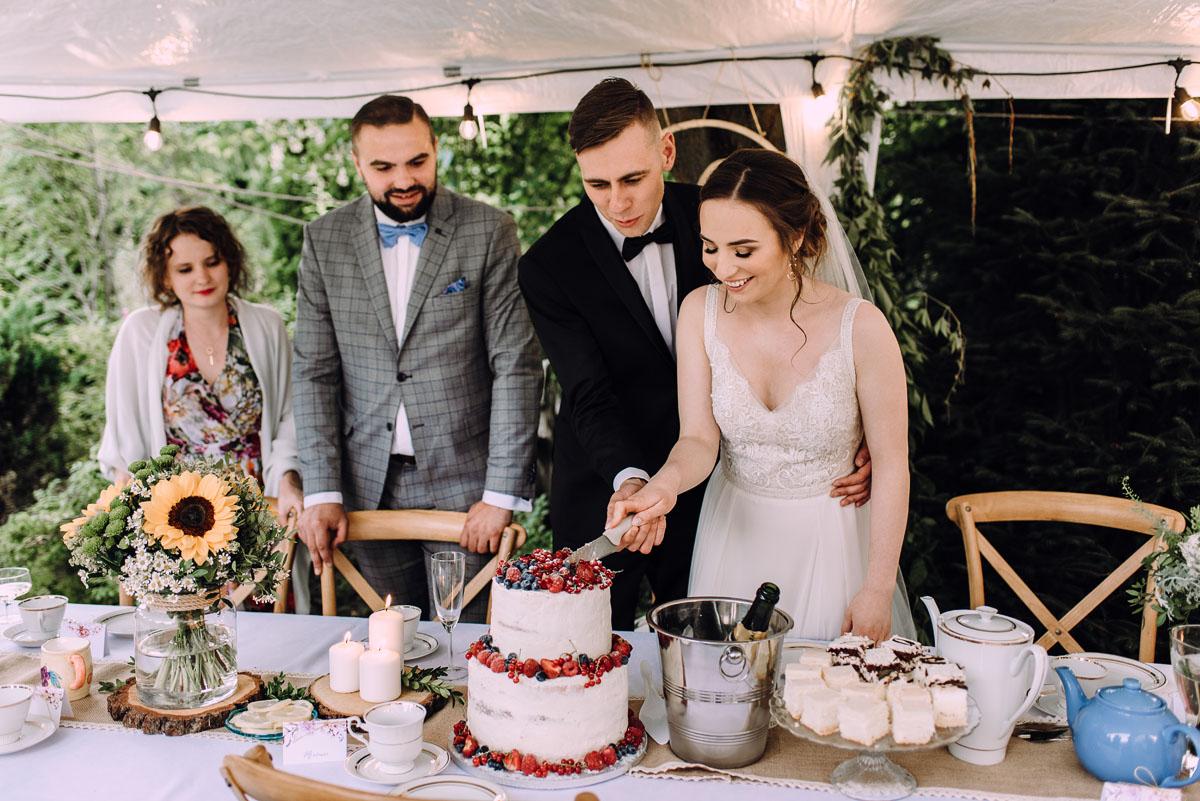 slow-wedding-przygotowania-slubne-apartamenty-sowa-slub-kosciol-sw-Trojcy-Bydgoszcz-wesele-pod-namiotem-garden-party-w-stylu-slow-Dominika-Tom-161