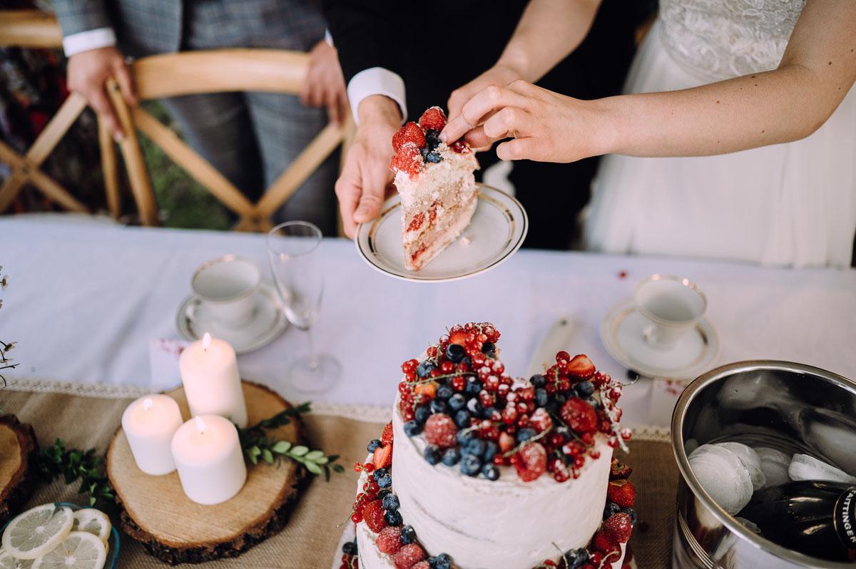 slow-wedding-przygotowania-slubne-apartamenty-sowa-slub-kosciol-sw-Trojcy-Bydgoszcz-wesele-pod-namiotem-garden-party-w-stylu-slow-Dominika-Tom-162