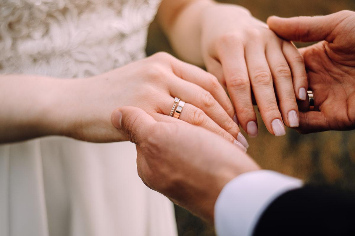 slow-wedding-przygotowania-slubne-apartamenty-sowa-slub-kosciol-sw-Trojcy-Bydgoszcz-wesele-pod-namiotem-garden-party-w-stylu-slow-Dominika-Tom-165