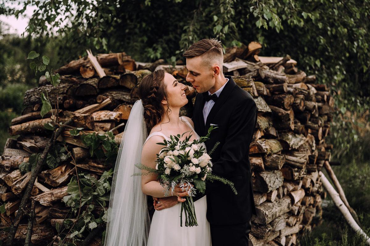 slow-wedding-przygotowania-slubne-apartamenty-sowa-slub-kosciol-sw-Trojcy-Bydgoszcz-wesele-pod-namiotem-garden-party-w-stylu-slow-Dominika-Tom-167