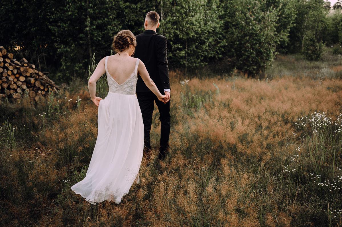slow-wedding-przygotowania-slubne-apartamenty-sowa-slub-kosciol-sw-Trojcy-Bydgoszcz-wesele-pod-namiotem-garden-party-w-stylu-slow-Dominika-Tom-169