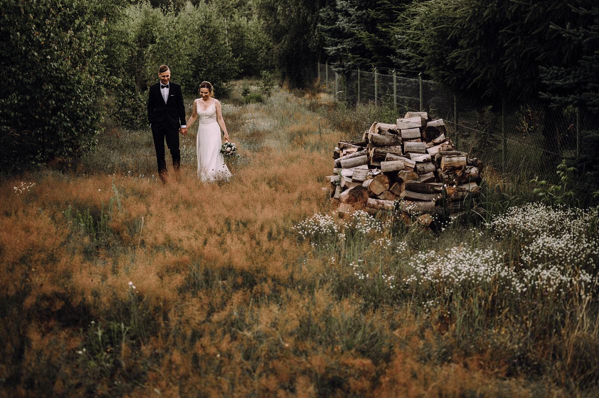 slow-wedding-przygotowania-slubne-apartamenty-sowa-slub-kosciol-sw-Trojcy-Bydgoszcz-wesele-pod-namiotem-garden-party-w-stylu-slow-Dominika-Tom-172