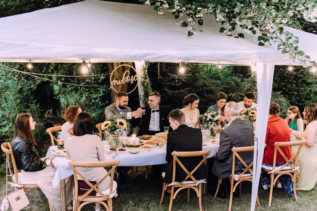slow-wedding-przygotowania-slubne-apartamenty-sowa-slub-kosciol-sw-Trojcy-Bydgoszcz-wesele-pod-namiotem-garden-party-w-stylu-slow-Dominika-Tom-181
