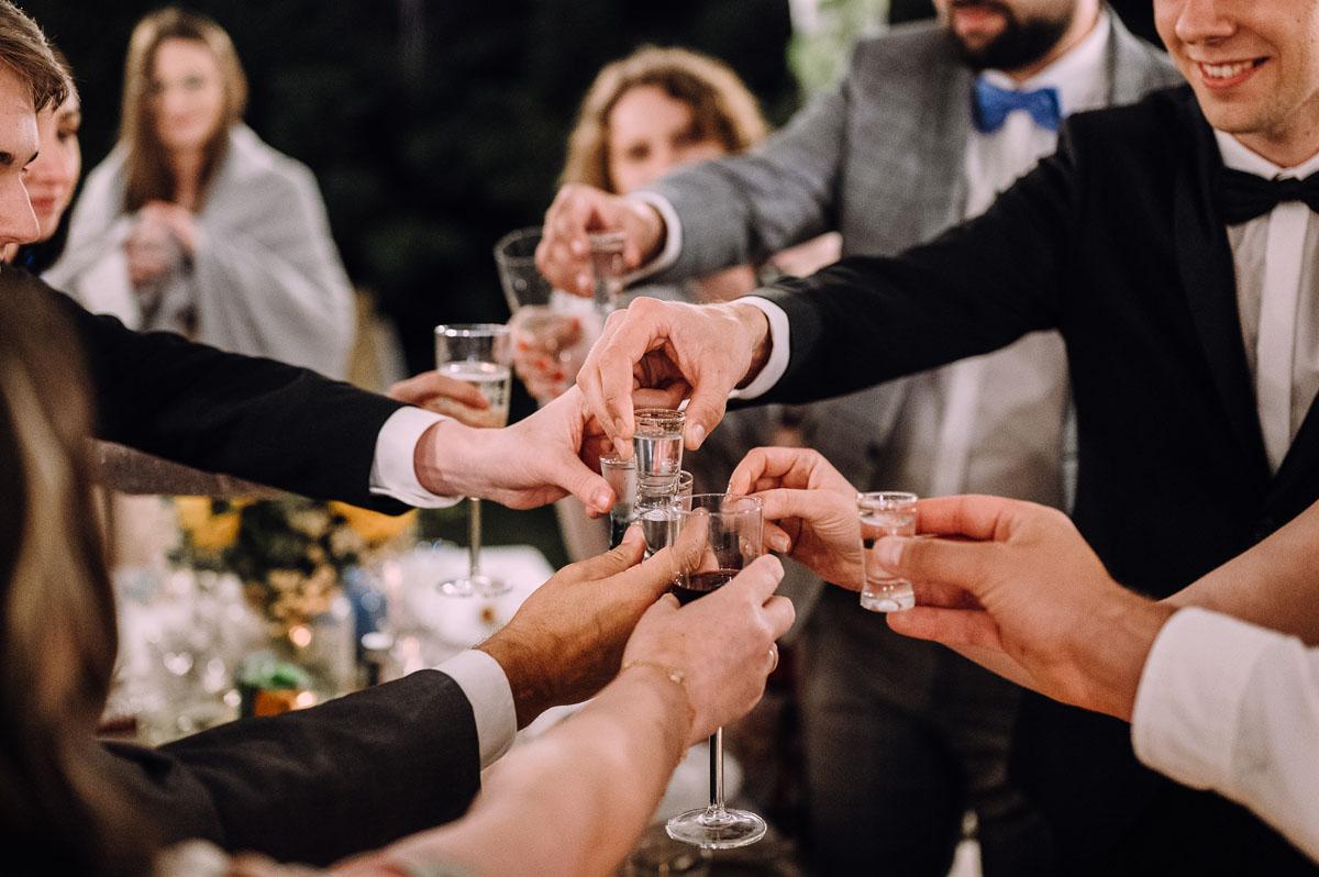 slow-wedding-przygotowania-slubne-apartamenty-sowa-slub-kosciol-sw-Trojcy-Bydgoszcz-wesele-pod-namiotem-garden-party-w-stylu-slow-Dominika-Tom-183
