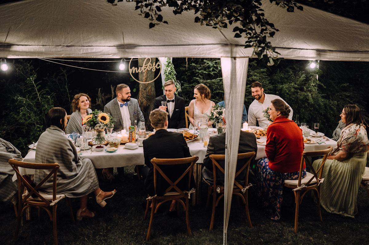 slow-wedding-przygotowania-slubne-apartamenty-sowa-slub-kosciol-sw-Trojcy-Bydgoszcz-wesele-pod-namiotem-garden-party-w-stylu-slow-Dominika-Tom-184