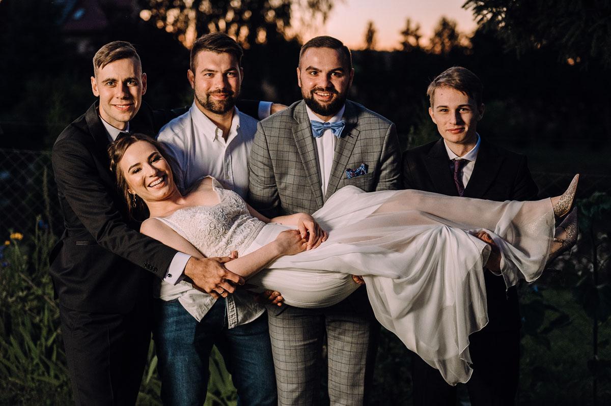 slow-wedding-przygotowania-slubne-apartamenty-sowa-slub-kosciol-sw-Trojcy-Bydgoszcz-wesele-pod-namiotem-garden-party-w-stylu-slow-Dominika-Tom-185