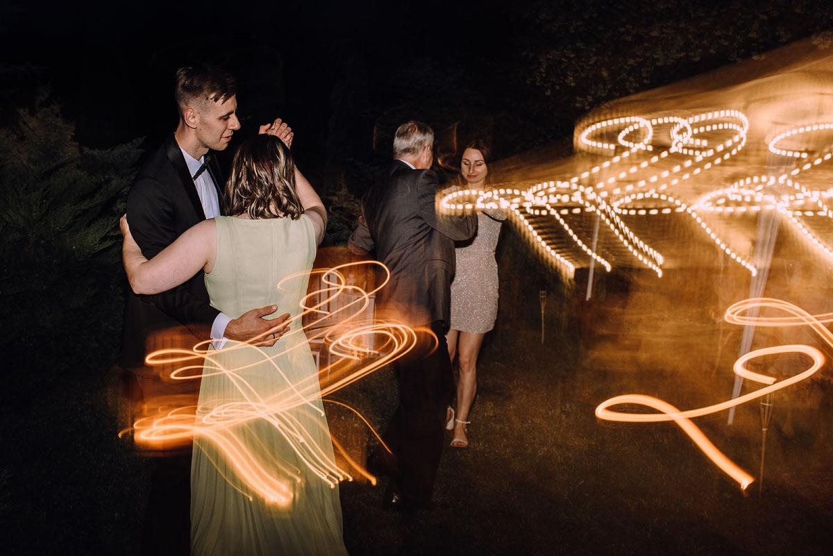 slow-wedding-przygotowania-slubne-apartamenty-sowa-slub-kosciol-sw-Trojcy-Bydgoszcz-wesele-pod-namiotem-garden-party-w-stylu-slow-Dominika-Tom-192