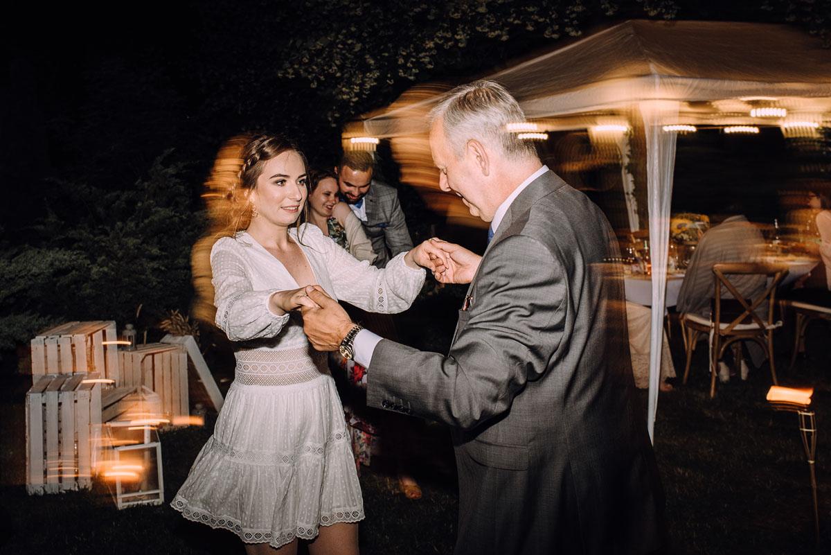slow-wedding-przygotowania-slubne-apartamenty-sowa-slub-kosciol-sw-Trojcy-Bydgoszcz-wesele-pod-namiotem-garden-party-w-stylu-slow-Dominika-Tom-195