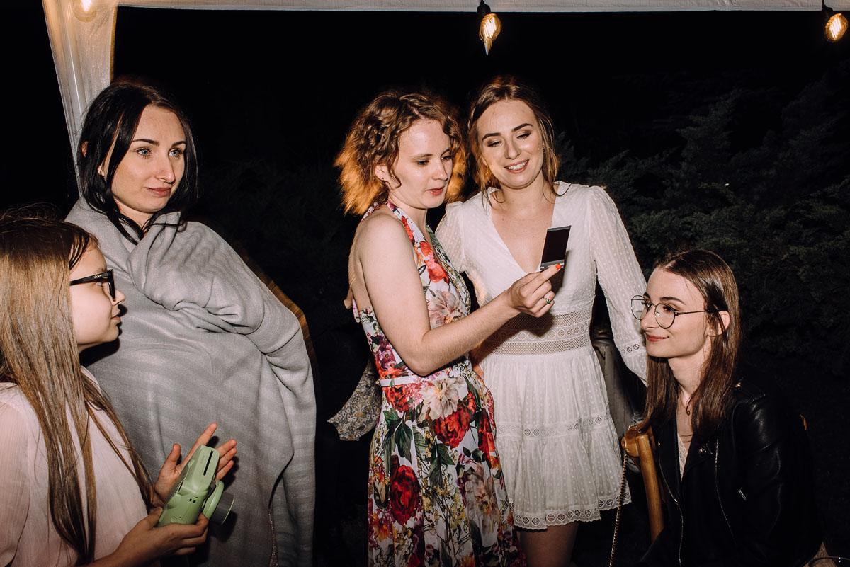 slow-wedding-przygotowania-slubne-apartamenty-sowa-slub-kosciol-sw-Trojcy-Bydgoszcz-wesele-pod-namiotem-garden-party-w-stylu-slow-Dominika-Tom-196