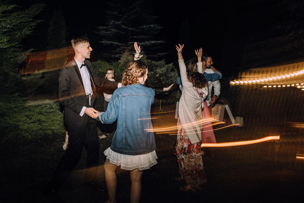 slow-wedding-przygotowania-slubne-apartamenty-sowa-slub-kosciol-sw-Trojcy-Bydgoszcz-wesele-pod-namiotem-garden-party-w-stylu-slow-Dominika-Tom-204
