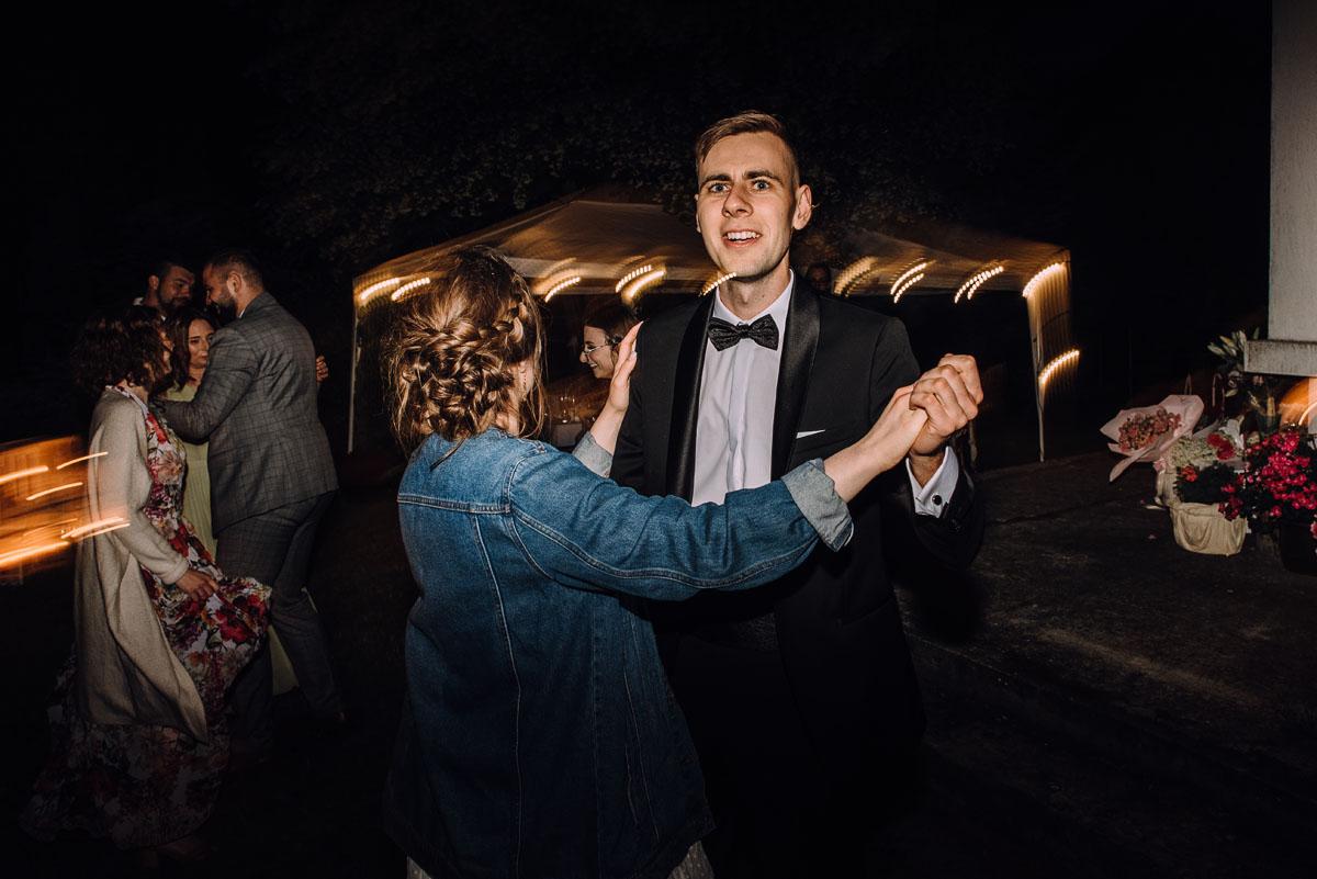 slow-wedding-przygotowania-slubne-apartamenty-sowa-slub-kosciol-sw-Trojcy-Bydgoszcz-wesele-pod-namiotem-garden-party-w-stylu-slow-Dominika-Tom-206