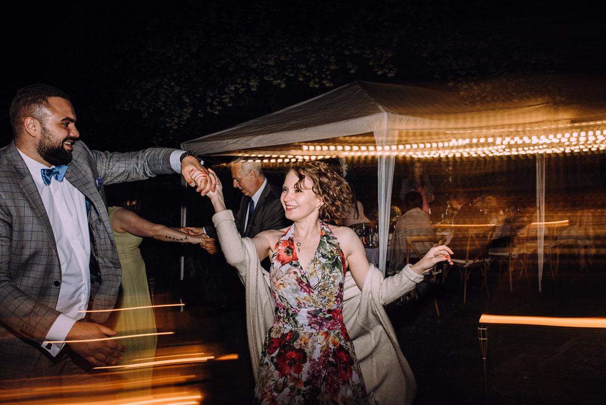 slow-wedding-przygotowania-slubne-apartamenty-sowa-slub-kosciol-sw-Trojcy-Bydgoszcz-wesele-pod-namiotem-garden-party-w-stylu-slow-Dominika-Tom-209